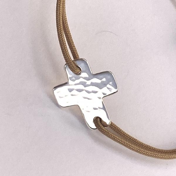 Bracelet croix martelée